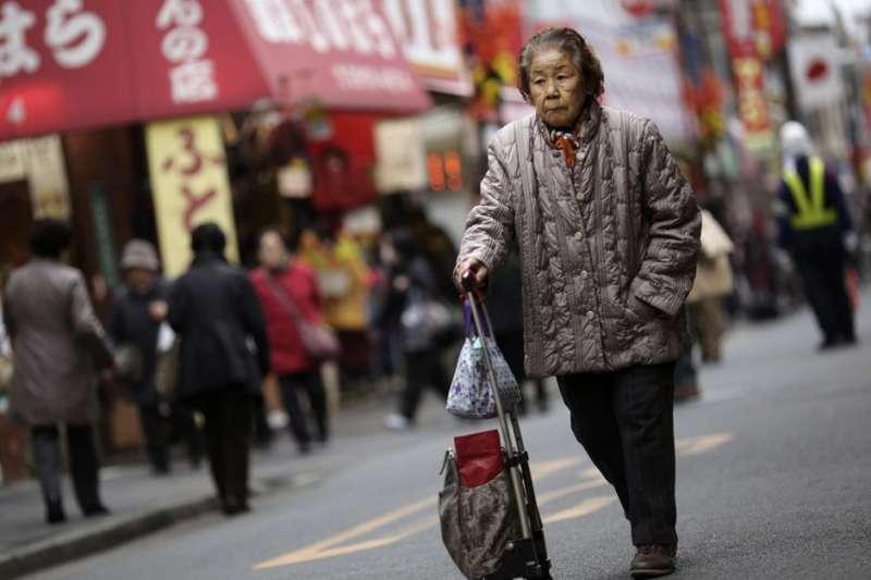 日本老人。(美聯社)