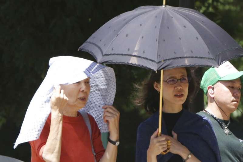 東京連日高溫,讓民眾苦不堪言。(美聯社)