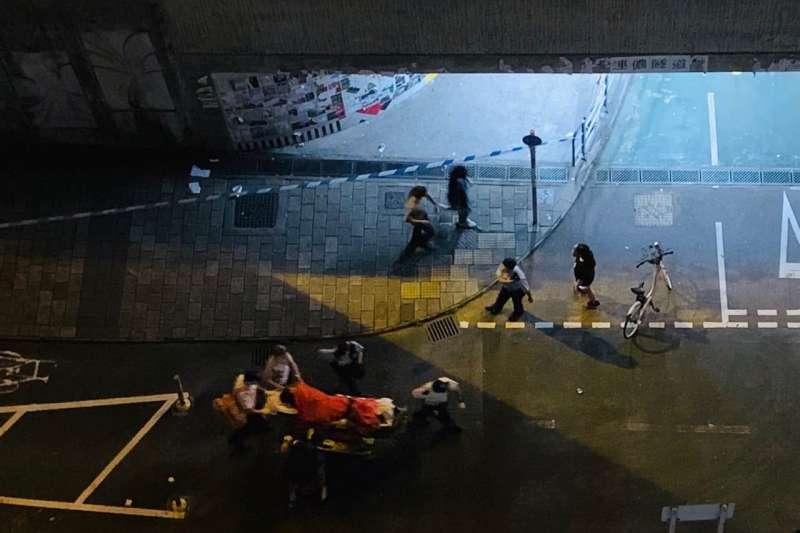 2019年8月20日凌晨,香港將軍澳一處連儂牆發生砍人案,傷者被送往醫院。(取自「on9仔女同盟會」臉書社團)
