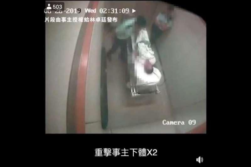 香港一名被捕長者在醫院獨立病房被軍裝警員虐打。