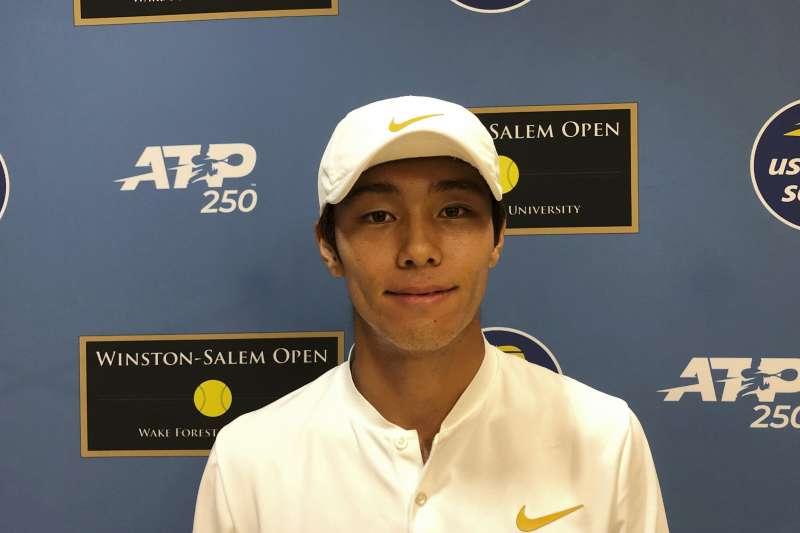 南韓選手李德熙今天在北卡羅來納州溫斯頓賽勒姆公開賽首輪以直落二晉級,成為史上首位在ATP會內賽奪勝的聽障選手。 (美聯社)
