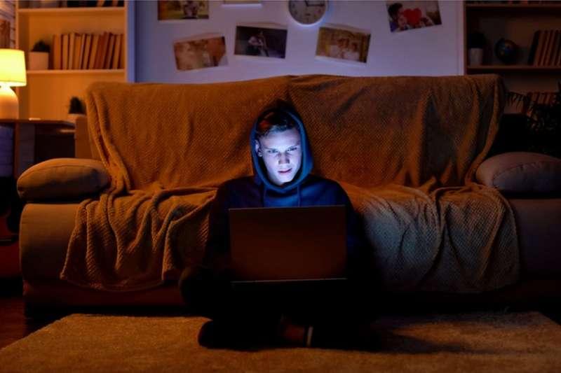 網絡時代給青少年教育帶來新的課題。(BBC中文網)
