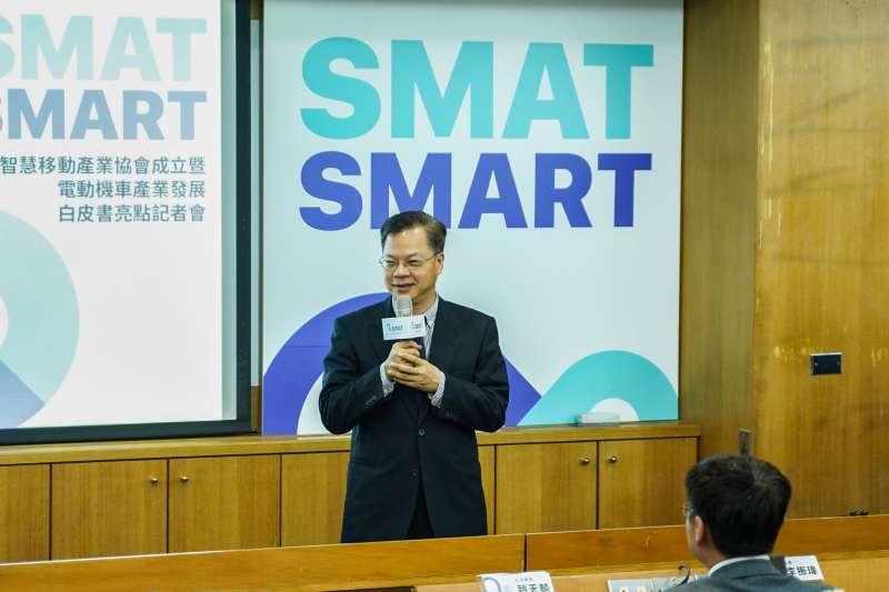 政務委員龔明鑫到場勉勵,祝賀台灣智慧移動產業協會成立,支持發展綠色能源。(照片來源:台灣智慧移動產業協會)