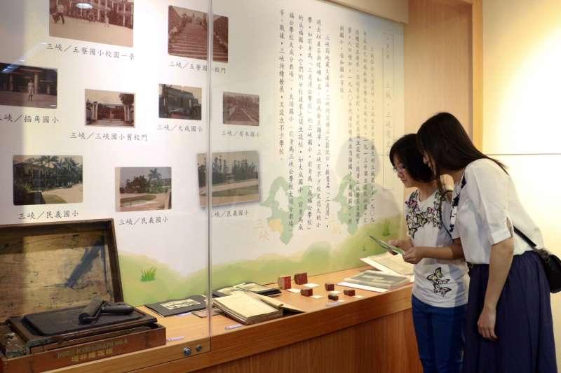 新北市立圖書館特別和國立臺灣圖書館合作,於8月21日至9月15日推出「弦歌不輟—新北市教育影像及文物特展」。  (圖/新北市立圖書館提供)
