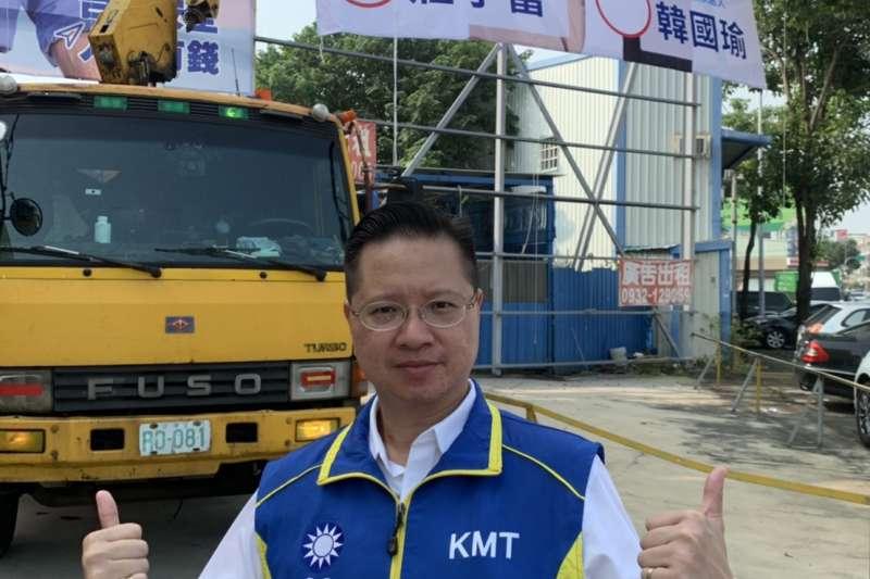 國民黨總統參選人韓國瑜遭「換瑜」聲浪頻傳,台中市第七選區立委參選人莊子富(見圖)22日掛上大型看板力挺。(莊子富提供)