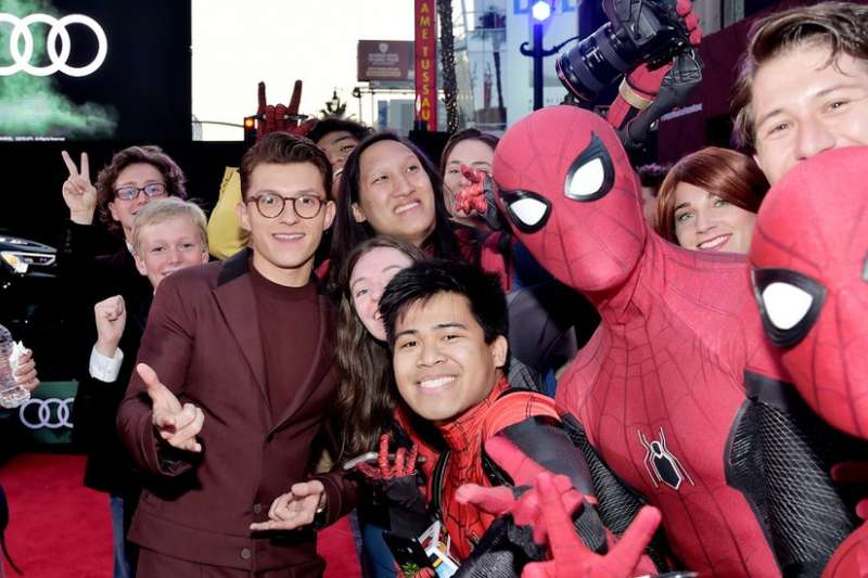 湯姆霍蘭德在好萊塢出席《蜘蛛俠:離家日》首映式。(BBC中文網)