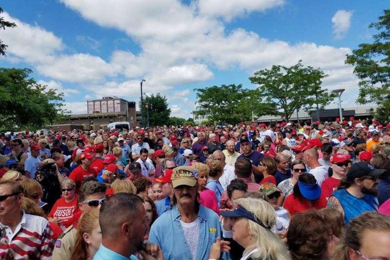 美國城市化較低的鄉鎮,支持共和黨的選民多於民主黨。(翻攝自Donald Trump臉書)
