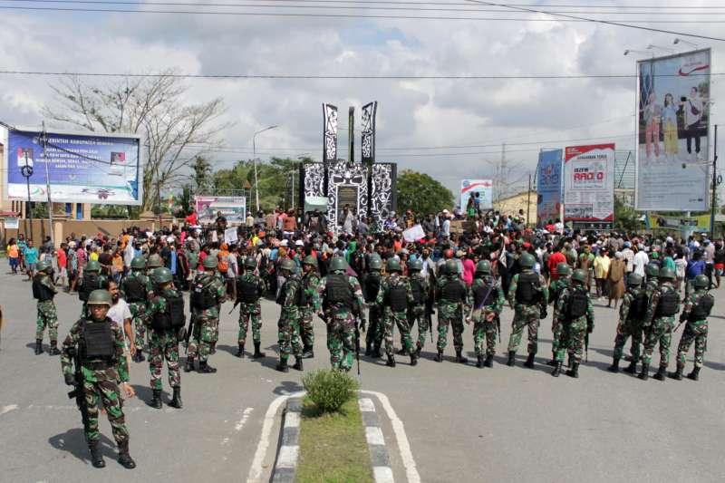 西巴布亞動亂:印尼軍人進駐巴布亞省首府蒂米卡(AP)