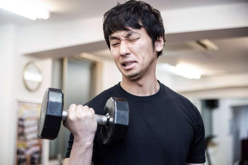 健身練過頭也不好啊!(圖/pakutaso)