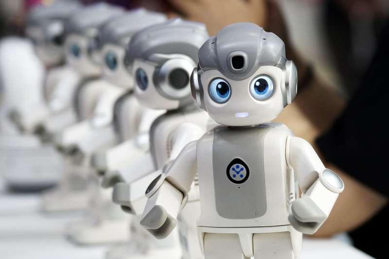 世界機器人博覽會上展出的一款家庭用小型機器人(新華社)