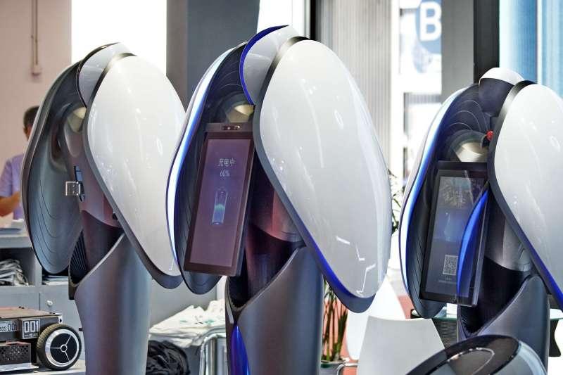世界機器人博覽會上展出的一款民用智慧型機器人(新華社)。