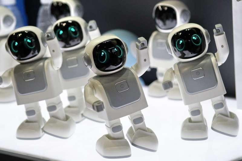 世界機器人博覽會上展出的一款家庭用小機器人(新華社)。