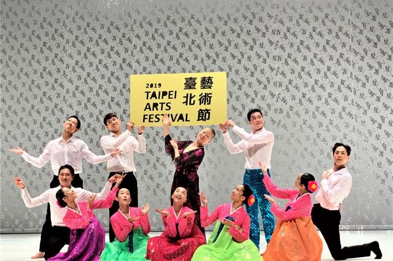 2019台北藝術節:南韓「編舞教母」安銀美(中)來台演出《南韓跳,北韓舞》(簡恒宇攝)