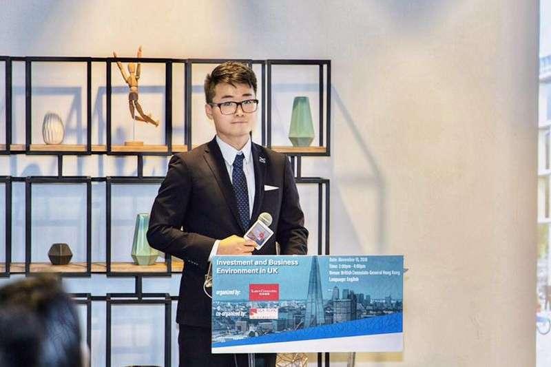 英國駐香港總領事館職員鄭文傑8日入境深圳後遭中共當局行政拘留,已獲釋返港。(圖取自絲綢之路經濟研究發展中心網頁)