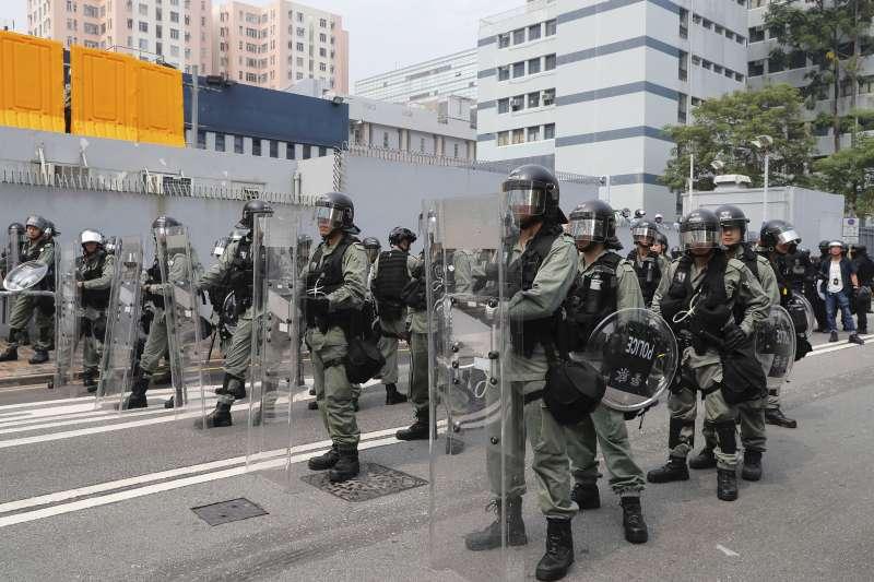 香港反送中風波延燒八十餘日,超過5年前持續79日的「雨傘革命」,在十一中國七十周年國慶前平息示威,機率是微乎其微。(AP)
