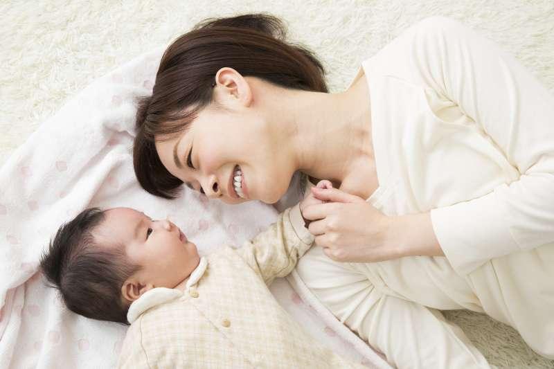 許多新手媽媽希望親餵母乳,卻給自己造成很大壓力(圖/馨朵拉 提供)