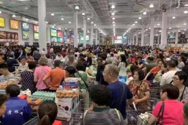知名美式賣場「好市多」(Costco)首家中國分店於8月27日在上海閔行區開幕,結果卻因為現場過於混亂,開門僅4小時後就緊急暫停營業。(資料照)