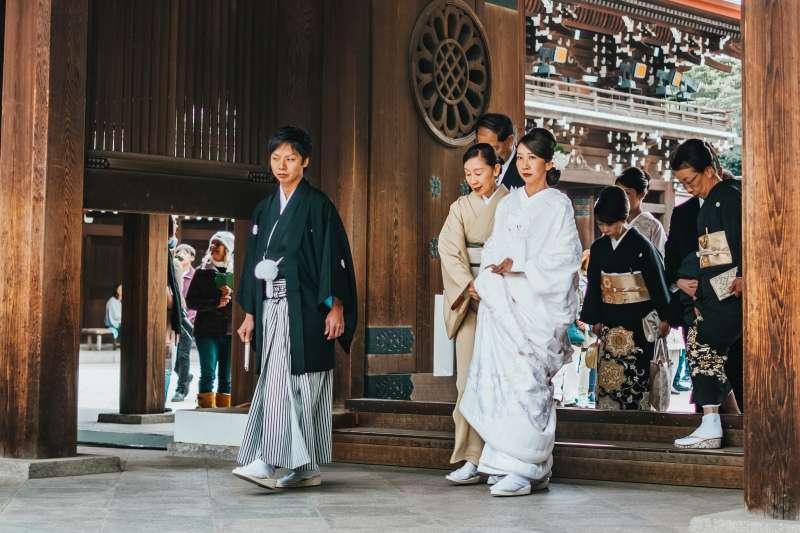 日本觀光區神社偶爾會有假冒僧侶,以興建寺廟為由要求民眾捐錢(圖/Unsplash)