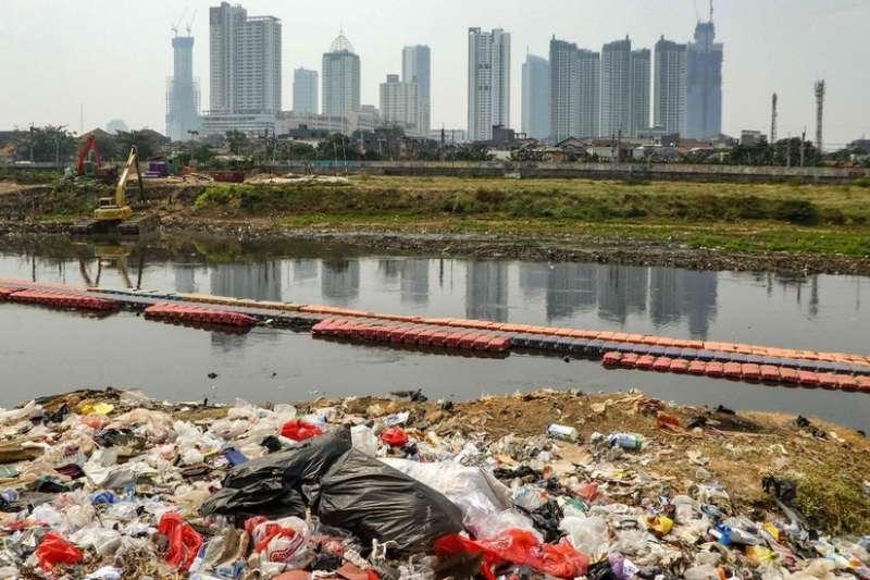 雅加達每年平均下沉1至15公分,城市幾乎一半的地區低於海平面。(BBC中文網)