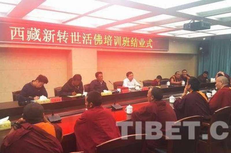 2016年的西藏新轉世活佛培訓班。