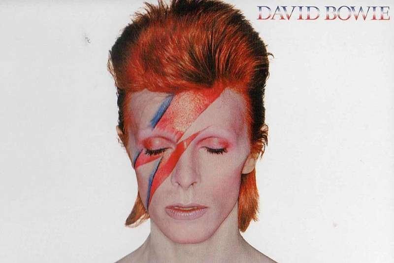 大衛.鮑伊(David Bowie)經典造型。(來源:ultimateclassicrock.com)