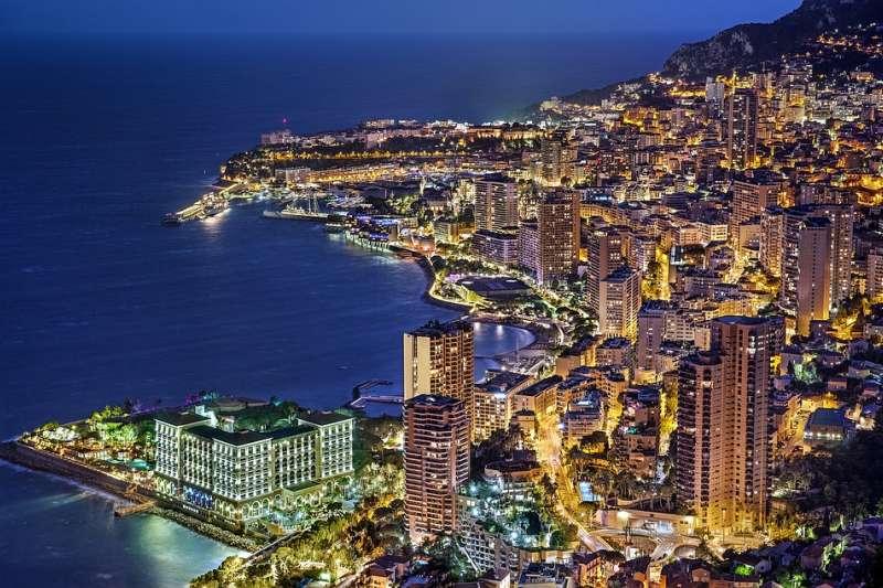 國土面積只有約2平方公里的摩納哥,豪宅卻是全球之最。(圖/pixabay)