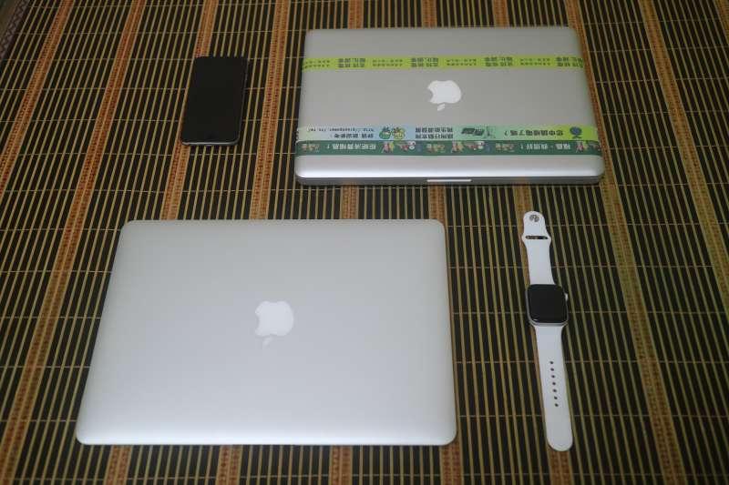 作者目前手上最高齡且還在使用中的蘋果產品,是一台2008年秋季推出的第一代鋁殼MacBook。(江肇元提供)