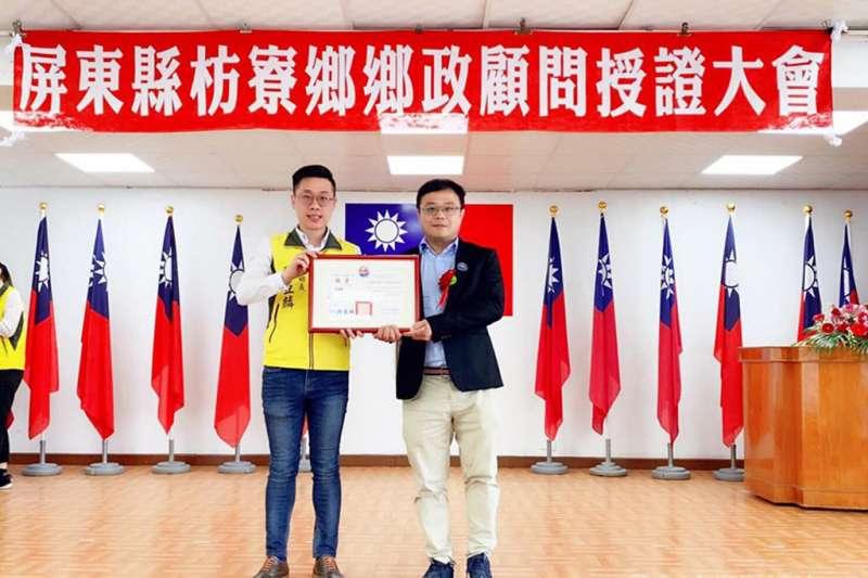 李孟居(右)因上傳解放軍集結照片給枋寮鄉長陳亞麟(左)而惹禍。(翻攝自李孟居臉書)