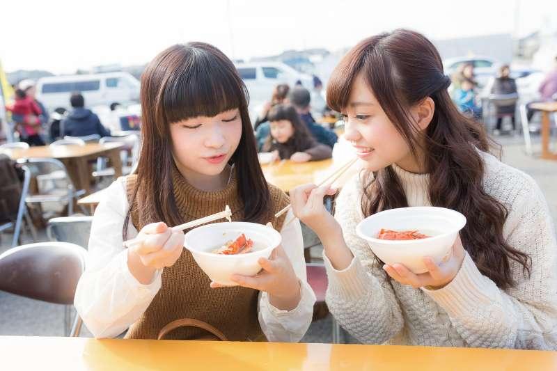 人一天吃三餐,代謝不完全的話,熱量還是會在體內囤積(圖/pakutaso)