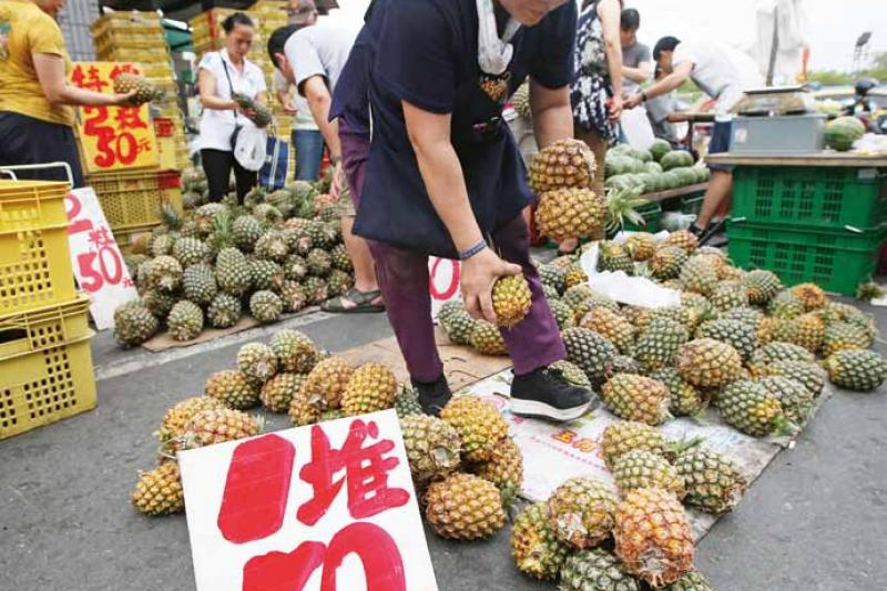 作者指出,台灣往後若還想要維續兩岸「經熱」,恐怕得開始思考,是否必須備有一定的政治回應,如今九二共識恐怕已不夠。(取自東方IC)