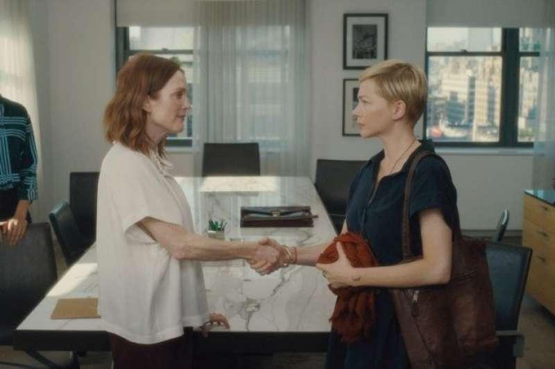 由茱莉安摩爾和蜜雪兒威廉斯共同主演的《你願意嫁給我老公嗎?》改編自丹麥電影《婚禮之後》(圖/Catchplay)