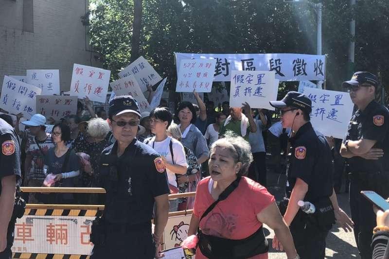 上周六台北市政府的社子島開發安置說明會,居民再度反對全區區段徵收,要 求退回不合理的都市計畫重新擬定。(圖/社子島自救會提供)