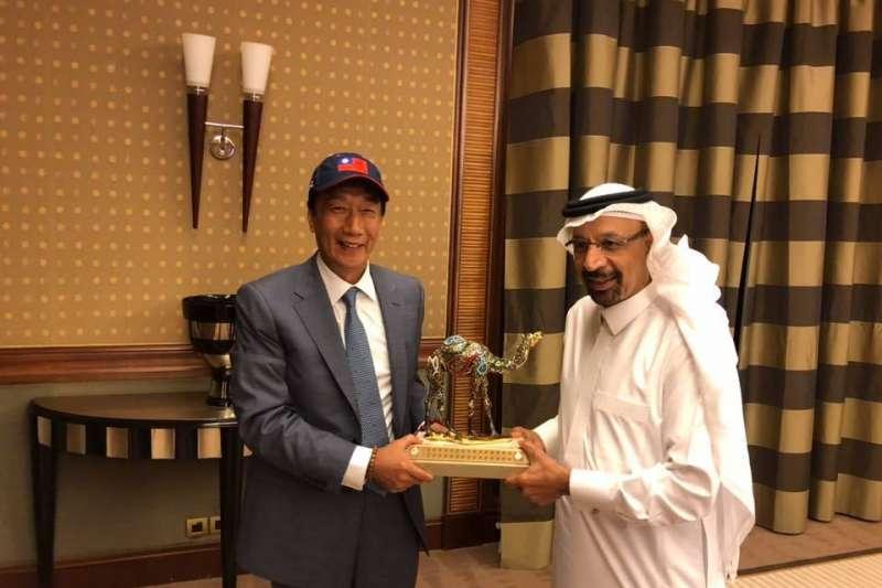 鴻海集團創辦人郭台銘日前拜訪沙烏地阿拉伯,促成沙國調降簽證費用。(取自郭台銘臉書)