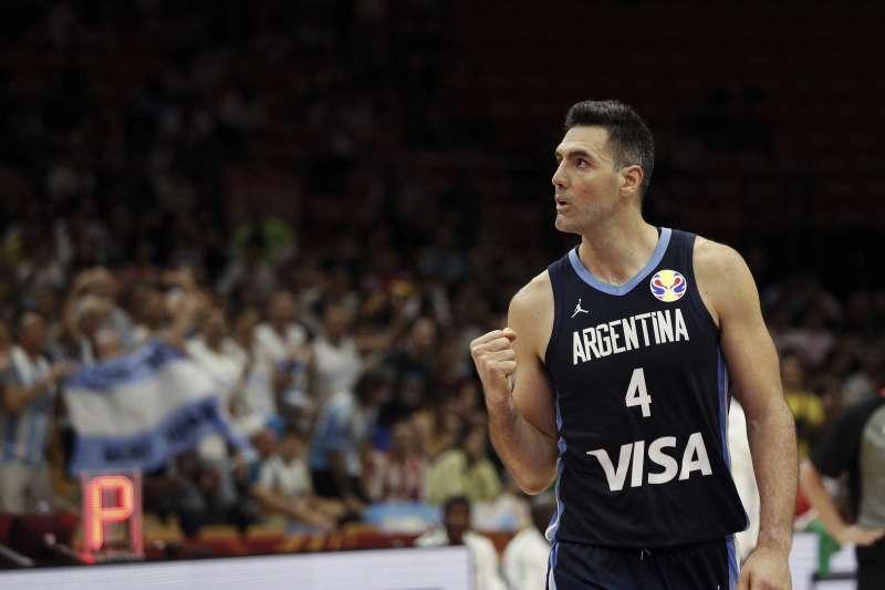 阿根廷39歲老將史科拉已是世界盃五朝元老,卻依舊能主宰比賽,堪稱國際賽戰神。 (美聯社)