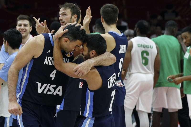 如同阿根廷教頭所說,史科拉就是年輕球員的導師,在全世界也找不出幾個類似的國家隊老將。 (美聯社)