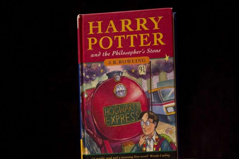 小說《哈利波特》遭美國一所天主教學校「下架」。(美聯社)