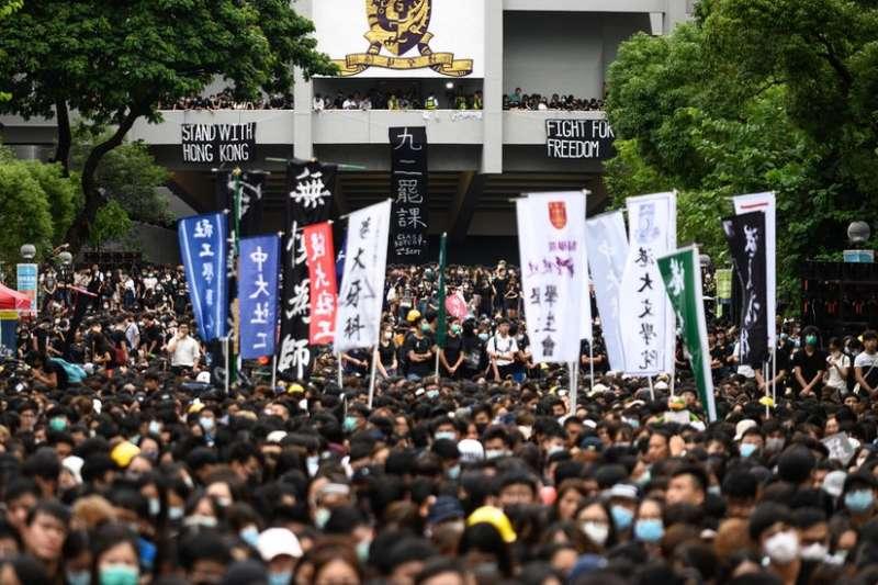 香港部分學生罷課,要求政府回應訴求。(BBC中文網)