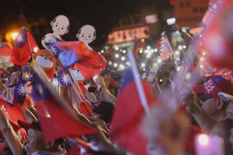 黑韓影響形象,更難吸引年輕及中間選民,韓國瑜只好緊抓鐵粉。(柯承惠攝)