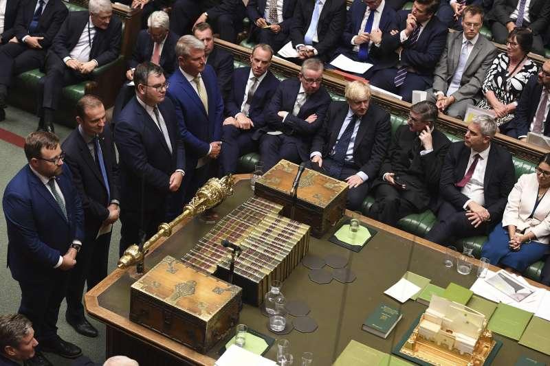 英國國會今日將針對法案表決,意圖阻止「無協議脫歐」。21位保守黨議員因投下贊成票遭開除黨籍。(AP)