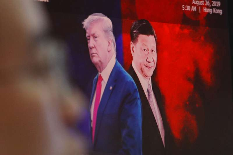 美國總統川普宣布和中國達成第一階段貿易協議。不過未來幾周雙方能否敲定協議文本?文本內容是否就美中衝突的幾項關鍵議題有初步的框架式安排?雙方領導人能否在11月中簽署?不確定因素仍多。(資料照,美聯社)