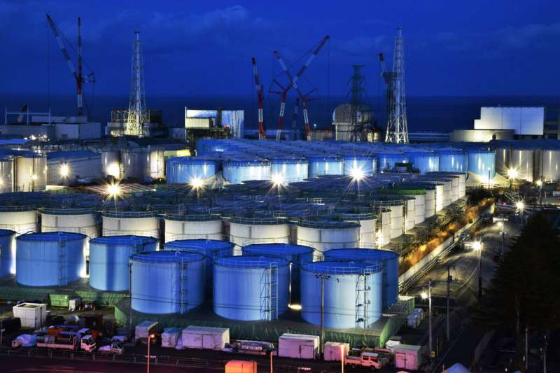 日本福島第一核電廠的核污廢水儲存槽。(美聯社)
