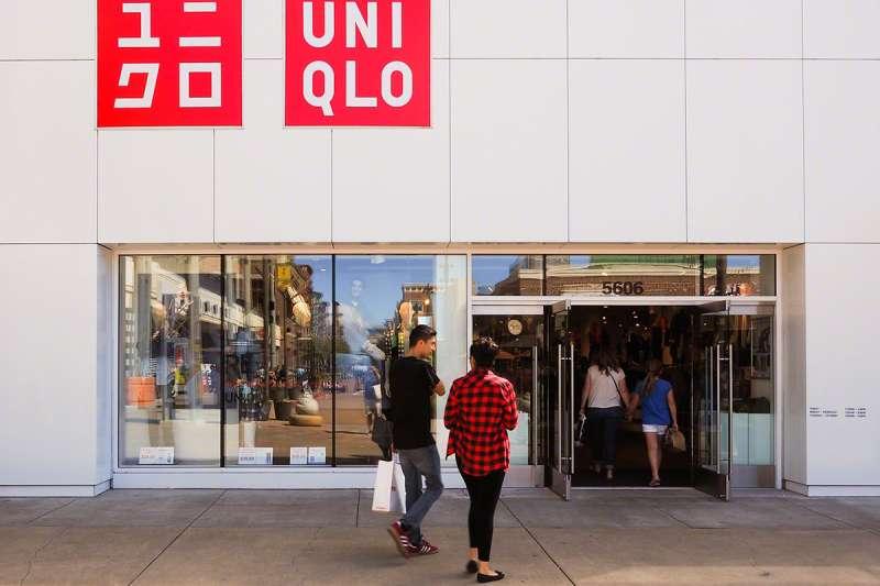 迅銷集團為亞洲最大服飾企業,旗下品牌包括日本知名服飾品牌Uniqlo。(Sonny Abesamis@flickr/CC BY 2.0)
