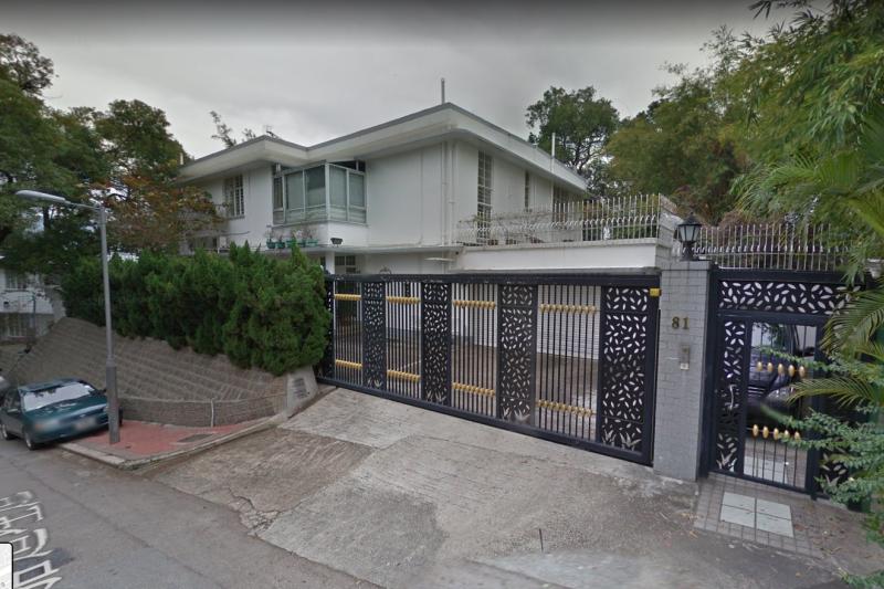 壹傳媒創辦人黎智英的住所,5日清晨遭2名可疑男子持汽油彈縱火。(截自Google街景)