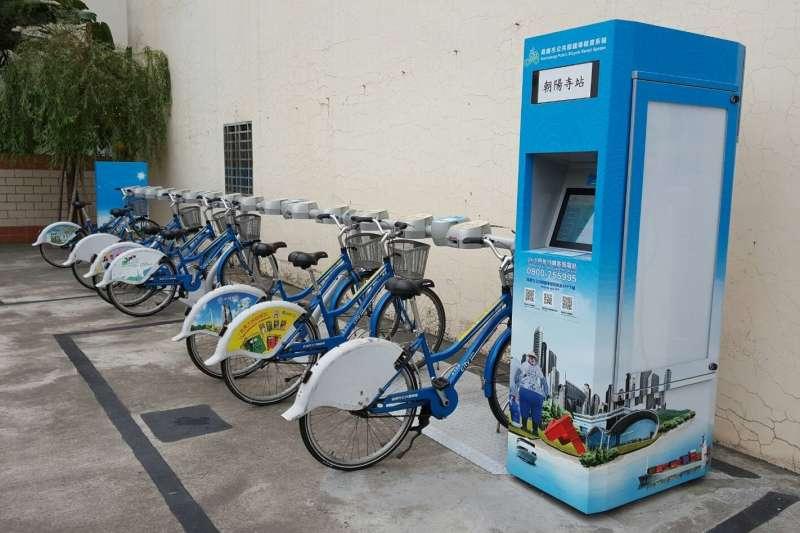 全市Ctiy bike公共腳踏車304個據點主管機關將從環保局 移至交通局,並將公車結合Ctiy bike接駁,串聯大眾運輸系統,一 起把大眾運輸量的餅做大。(圖/徐炳文攝)