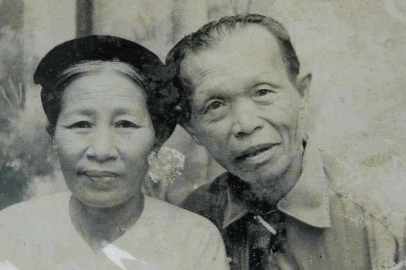 吳連義及其越南妻子寧氏細合影。(圖/南國文提供)
