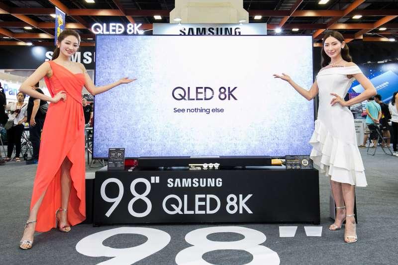 此次 Samsung 發表的 QLED 8K 量子電視,不只擁有市場最大尺寸,還結合 AI 人工智慧學習及革命性金屬量子點顯色技術。(圖/台灣三星電子)