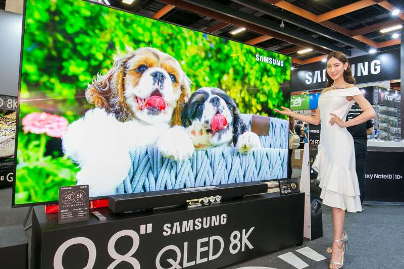 台灣三星電子於今(6)日宣布 98 吋QLED 8K 量子電視即將在台上市。(圖/台灣三星電子)