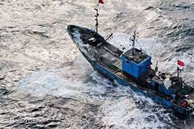 2010年12月27日,「魯榮漁2682號」承載著33名船員,最後靠港時卻只剩11人。(圖/取自百度百科)