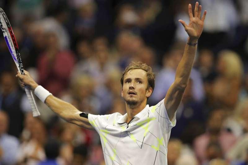 俄羅斯男網好手梅迪維夫6日在美網公開賽大展身手,擊垮世界排名第78的保加利亞選手,闖進大滿貫決賽。(美聯社)