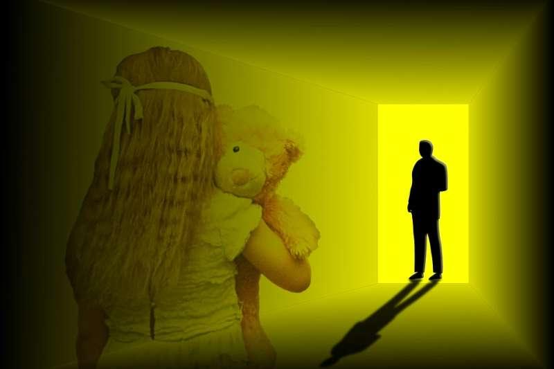 珍妮海尼斯從4歲遭到父親長期性侵、虐待,引發多重人格障礙。(圖/Pixababy)